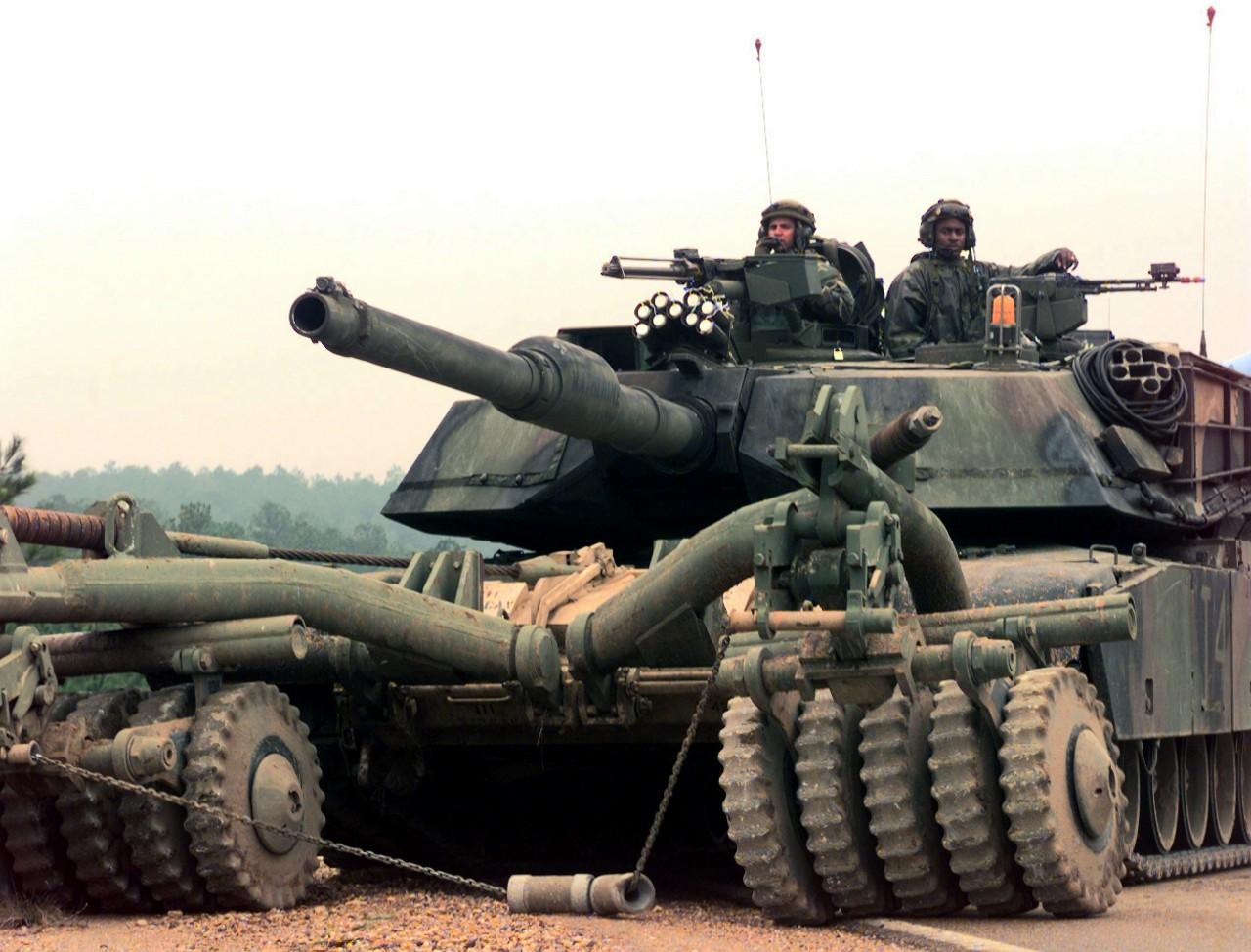 18d70c34b4b691 Defenselink website: M1A1 U.S. Army ...